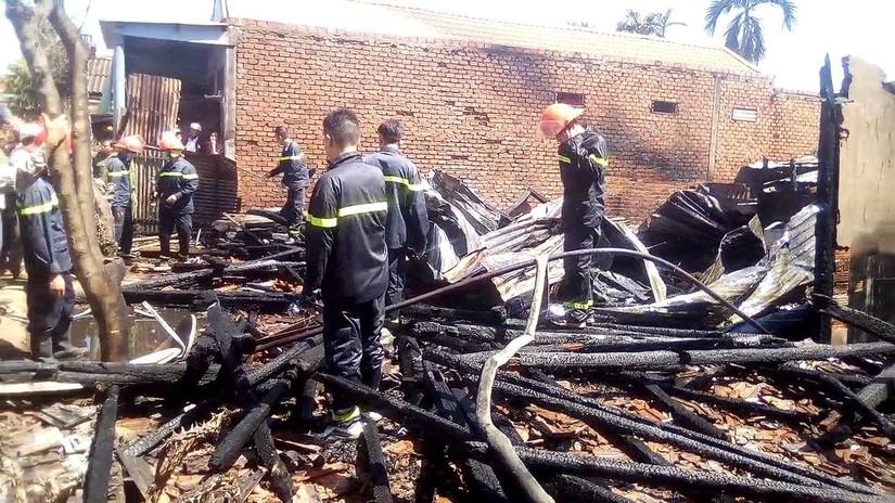 'Bà hỏa' thiêu rụi 3 căn nhà gần chợ