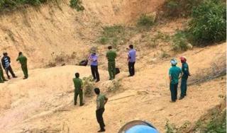 Tá hỏa phát hiện thi thể người đàn ông cháy sém dưới hố đất