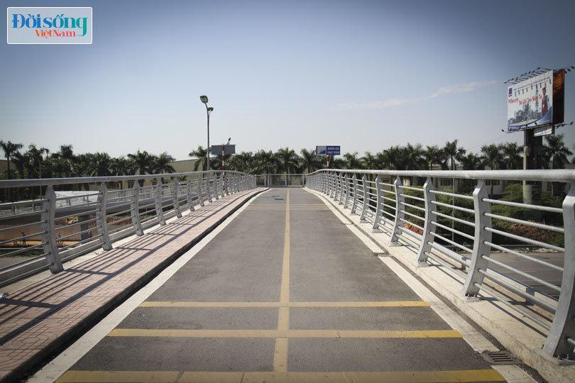 Cây cầu duy nhất ở Hà Nội chỉ dành cho người đi bộ, xe thô sơ và xe máy đi qua3