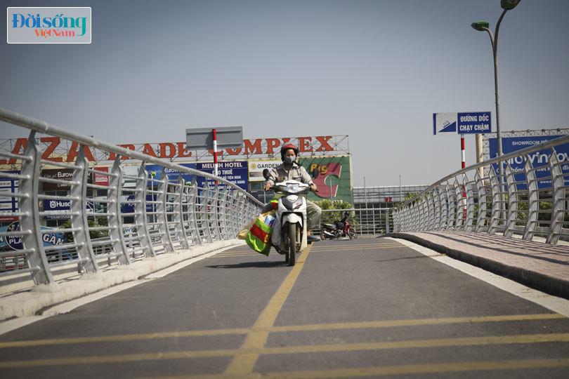 Cây cầu duy nhất ở Hà Nội chỉ dành cho người đi bộ, xe thô sơ và xe máy đi qua5