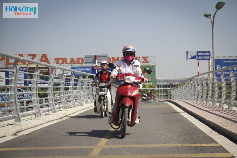 Cây cầu duy nhất ở Hà Nội chỉ dành cho người đi bộ, xe thô sơ và xe máy đi qua6