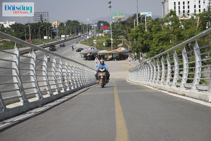 Cây cầu duy nhất ở Hà Nội chỉ dành cho người đi bộ, xe thô sơ và xe máy đi qua4