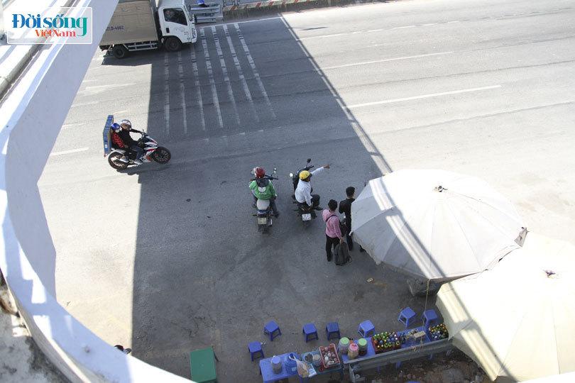 Cây cầu duy nhất ở Hà Nội chỉ dành cho người đi bộ, xe thô sơ và xe máy đi qua13