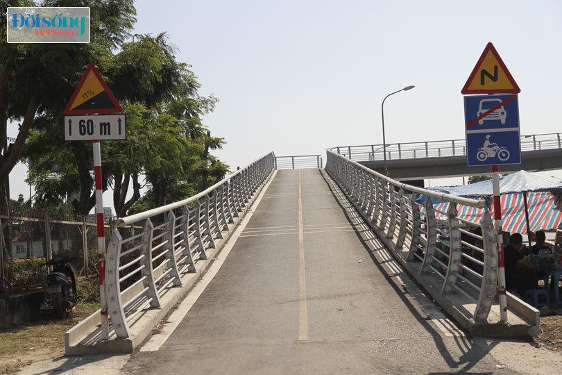 Cây cầu duy nhất ở Hà Nội chỉ dành cho người đi bộ, xe thô sơ và xe máy đi qua12