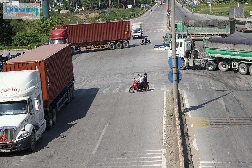 Cây cầu duy nhất ở Hà Nội chỉ dành cho người đi bộ, xe thô sơ và xe máy đi qua15