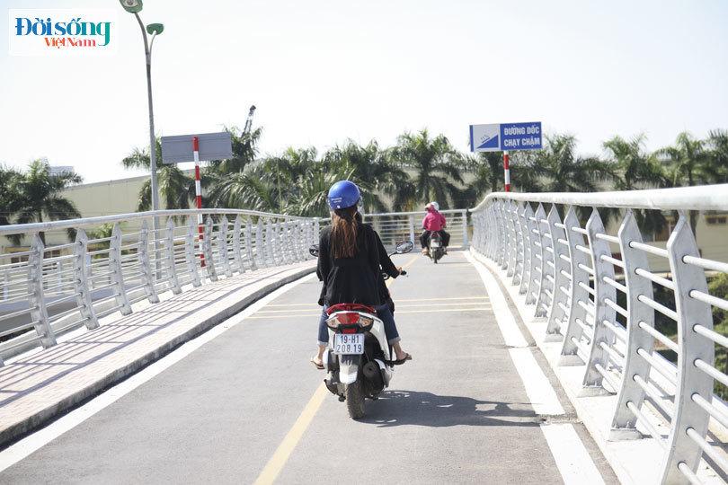 Cây cầu duy nhất ở Hà Nội chỉ dành cho người đi bộ, xe thô sơ và xe máy đi qua10