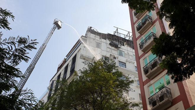 Khách sạn giữa trung tâm Sài Gòn cháy ngùn ngụt