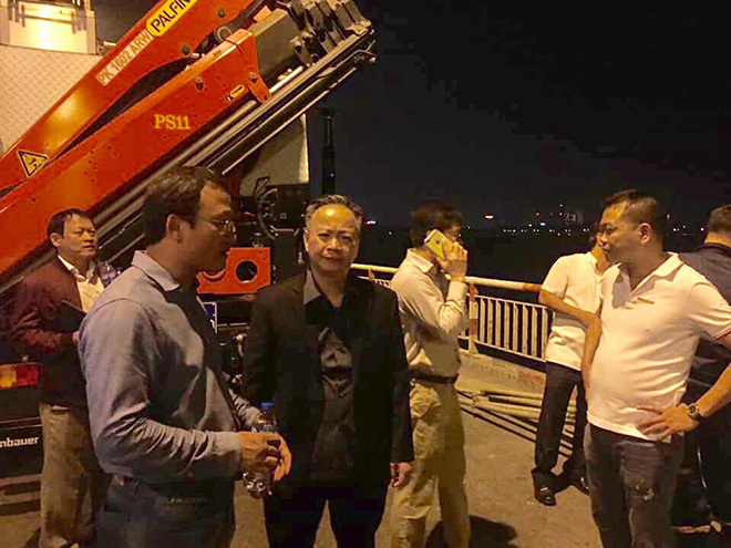 Phó Chủ tịch chuyên trách Ủy ban ATGT Quốc gia Khuất Việt Hùng và Phó Chủ tịch thường trực UBND TP Hà Nội Nguyễn Văn Sửu đã đến hiện trường
