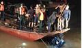 Tìm thấy 2 thi thể trong xe Mercedes rơi xuống cầu Chương Dương