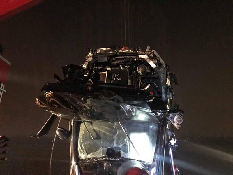 chiếc xe gặp nạn bị biến dạng nặng nề