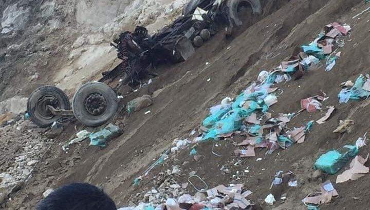 Xe container mất lái lao xuống vực ở Lai Châu, tài xế mất tích