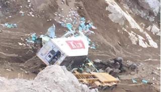 Tìm thấy thi thể tài xế container lao xuống vực sâu 50m ở Lai Châu