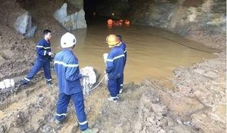 Nước tràn vào hang khai thác vàng, hai công nhân mắc kẹt