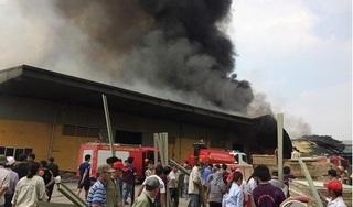 Hưng Yên: Xưởng công ty dược rộng hàng nghìn mét chìm trong biển lửa