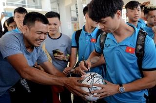 Đội tuyển Việt Nam nhận được sự quan tâm đặc biệt của các CĐV Lào