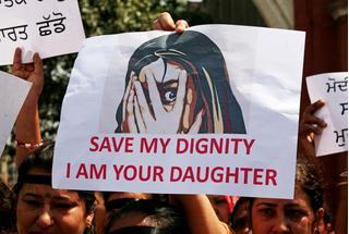 Bé gái 4 tuổi nghi bị 5 gã đàn ông hiếp dâm khi nằm viện