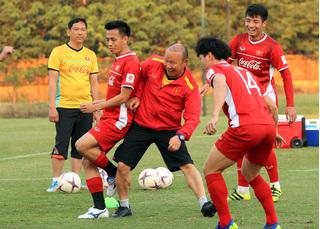 HLV Lào đánh giá cao bộ đôi cầu thủ HAGL của tuyển Việt Nam