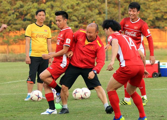 Tuyển Việt Nam bước vào lượt trận đầu tiên vòng bảng AFF Cup 2018 gặp chủ nhà Lào