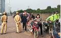 Dắt xe qua CSGT ở Hà Nội: Do ý thức hay vì cung đường bất hợp lý?