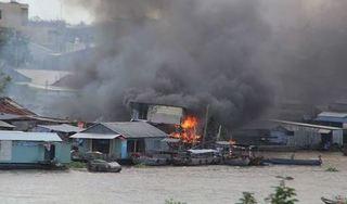 4 căn nhà, 1 bè cá bị thiêu rụi sau trận cháy ở chợ nổi Cái Răng