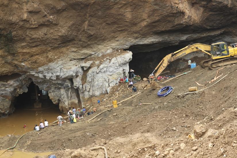 Sập mỏ vàng tại Hoà Bình: Người thân nạn nhân phàn nàn về công tác cứu hộ