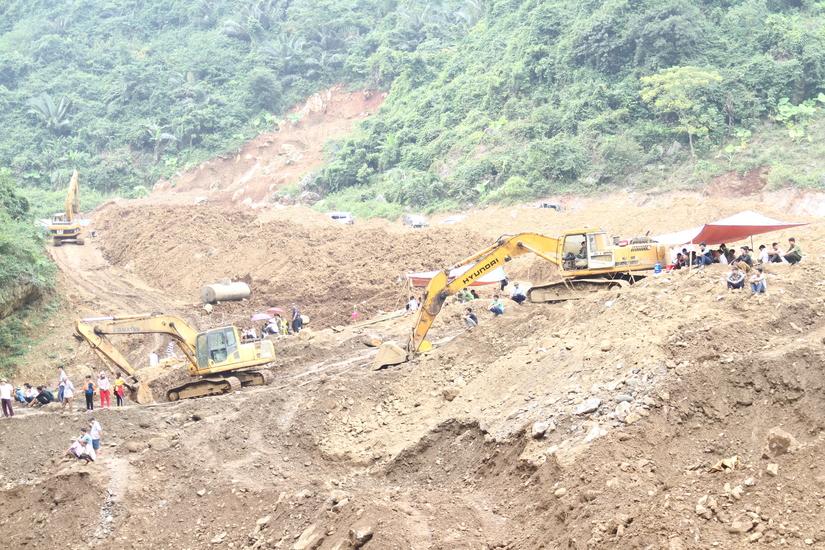 Sập mỏ vàng tại Hoà Bình: Người thân nạn nhân phàn nàn về công tác cứu hộ2