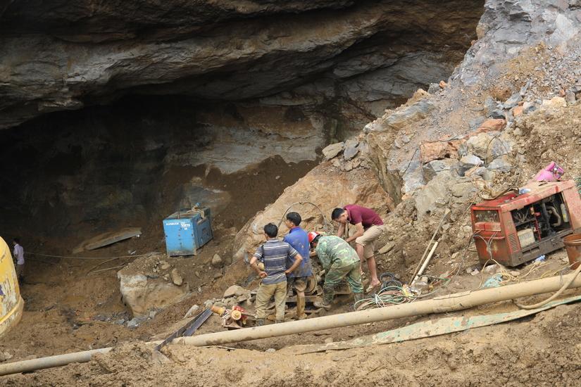 Sập mỏ vàng tại Hoà Bình: Người thân nạn nhân phàn nàn về công tác cứu hộ3
