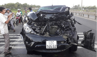 Tai nạn liên hoàn giữa ô tô Mazda và nhiều phương tiện, 4 người thương vong