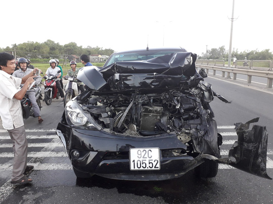 Chiếc xe mazda bị hư hỏng khá nặng