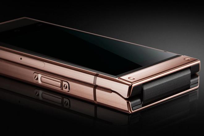 Samsung trình làng điện thoại vỏ sò cao cấp giá khủng