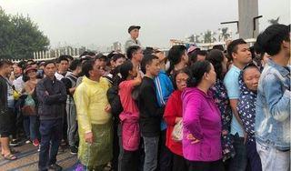 CĐV Việt Nam xếp hàng thâu đêm chờ mua vé, truyền thông Thái Lan 'choáng'