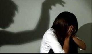 Bắt gã bác rể bỉ ổi nhiều lần hãm hiếp bé gái 7 tuổi