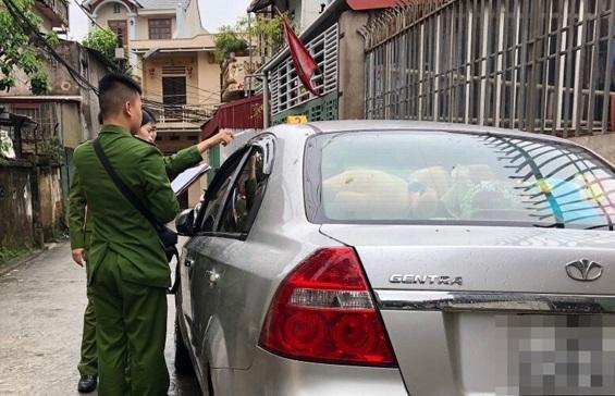 Lạng Sơn: Ngáo đá, người đàn ông cầm dao đe doạ, đốt xe ô tô