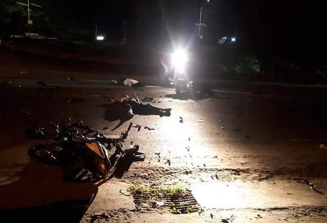 Xe máy bất ngờ tông nhau, 3 người tử vong thương tâm
