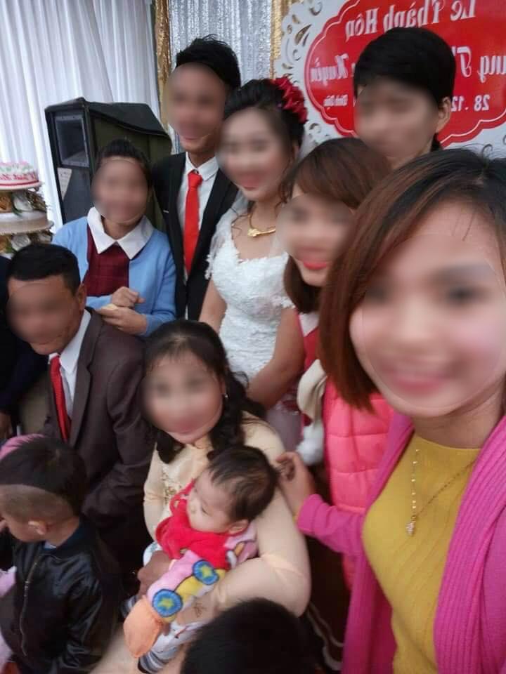 Gia đình 2 bên tổ chức đám cưới cho Thông và H