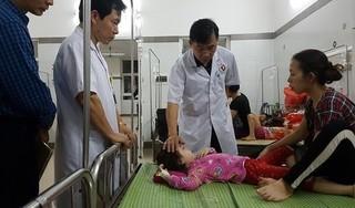 Sau bữa liên hoan ở trường, gần 100 bé mầm non nhập viện khẩn cấp