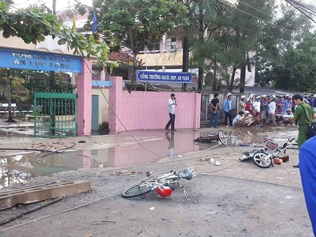 Nguyên nhân đứt dây điện trước cổng trường khiến 2 học sinh chết thảm