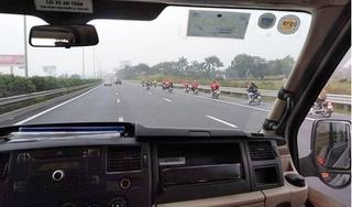 Bất chấp đường cấm, nhóm phượt thủ vẫn phóng xe máy trên cao tốc Pháp Vân - Cầu Giẽ
