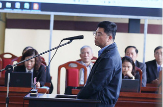 'Trùm cờ bạc' Nguyễn Văn Dương khai mỗi tháng biếu ông Phan Văn Vĩnh bao nhiêu tiền?