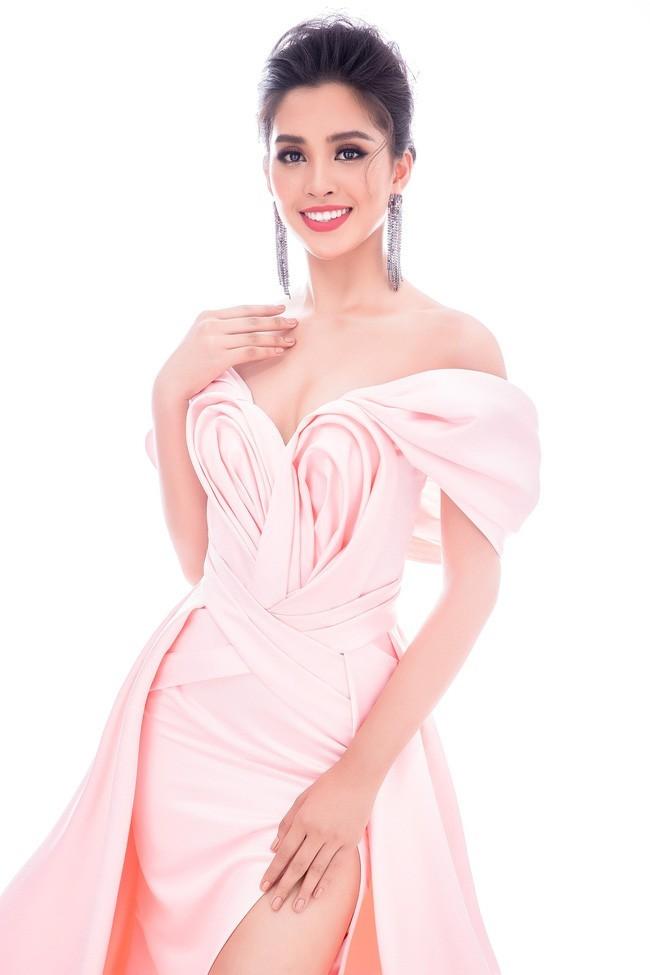 Hoa hậu Tiểu Vy khoe vẻ đẹp như nữ thần ở tuổi 18
