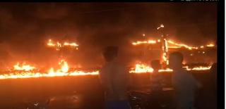 Hiện trường xe bồn chở xăng bốc cháy, ít nhất 6 người tử vong
