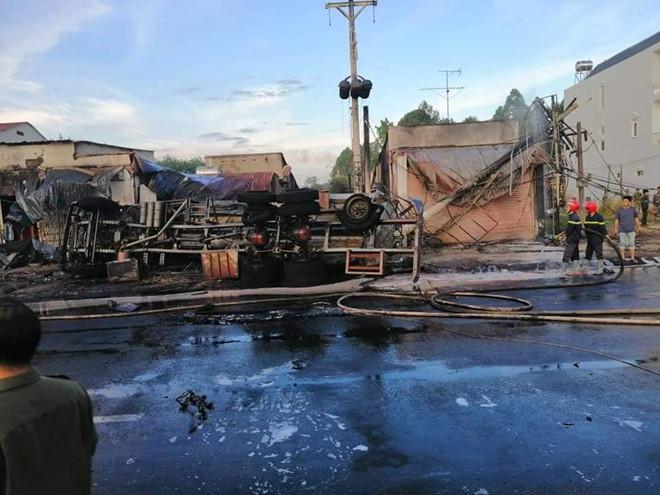 Vụ xe bồn cháy thiêu trụi 19 nhà dân: 3 mẹ con tử vong thương tâm
