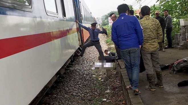 Băng qua đường sắt nam thanh niên bị đâm tử vong. Ảnh Vietnamnet