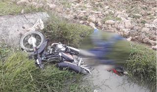 Phát hiện thi thể nam thanh niên bên cạnh xe máy ở ngoài cánh đồng