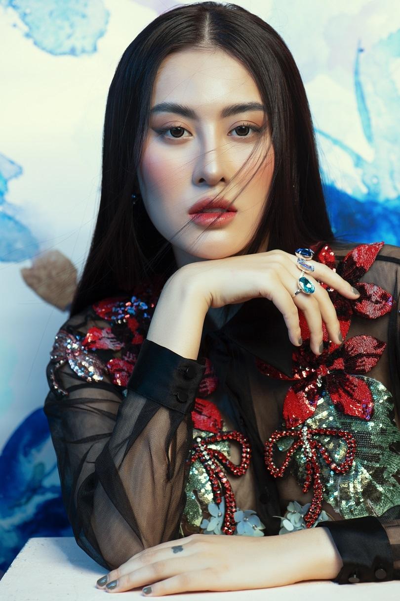 Sau ca phẫu thuật, Hà Lade tung bộ ảnh gương mặt cũ