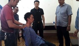 Gã ngáo đá cầm kim tiêm khống chế nhiều con tin, đâm công an bị thương