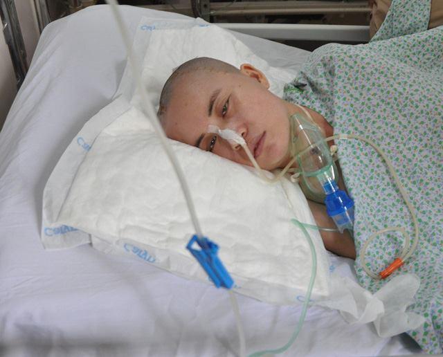 Cô gái trẻ bị tai nạn chấn thương sọ não 1 tháng không có người nhận 2