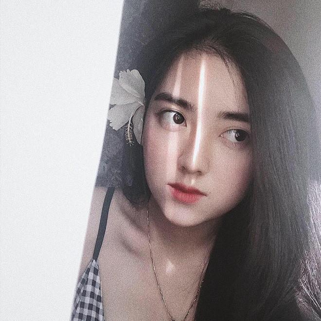 Lộ danh tính bạn gái xinh đẹp và nóng bỏng của Hà Đức Chinh2