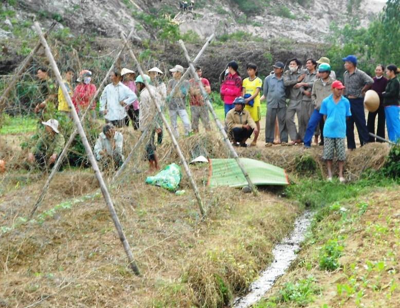 Bơm nước chống úng cho ruộng, hai vợ chồng bị điện giật tử vong