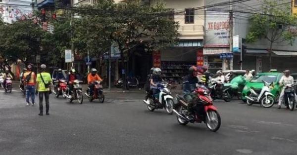 Đoàn xe phượt tự ý ngăn đường để đi qua ngã tư đối diện mức phạt nào?2